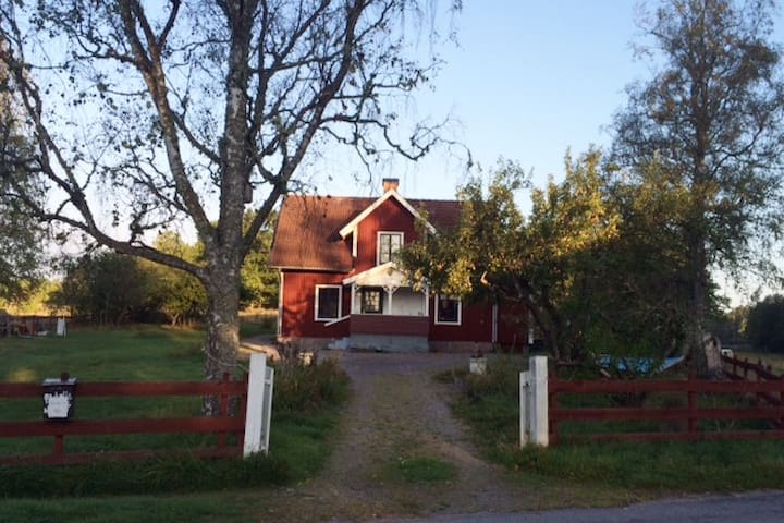 Authentic Swedish countryside living - Åtvidaberg - Talo