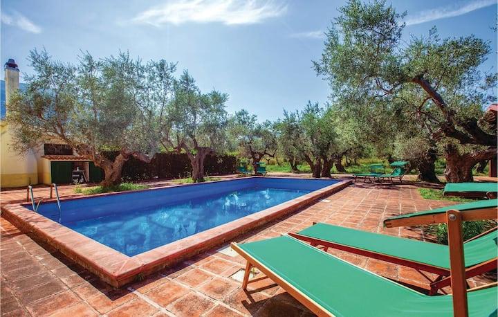 Villa con piscina tra le colline Abruzzesi