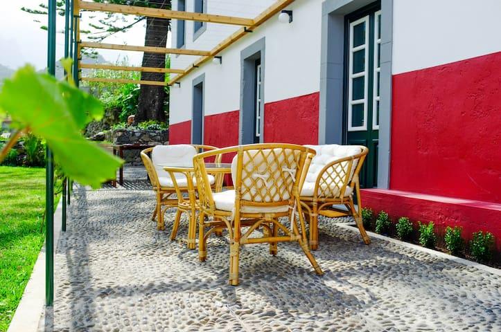 Casa Antiga | Casa Oliveira Esmeraldo