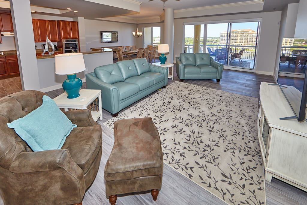 Livingroom with a super comfy sofa set, plenty of seating for you and guests