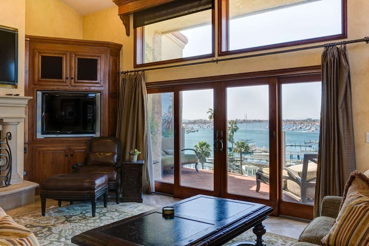 Luxury Mediterranean Villa, Panoramic Harbor and Ocean Views, Gourmet Kitchen, Walk to Beach/PCH,BBQ
