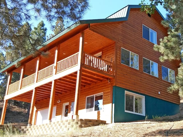 ZION * BRYCE Midway 3-Story Hi-Tech Cabin