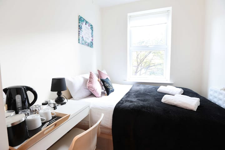 Master Double Bedroom In Euston (15)