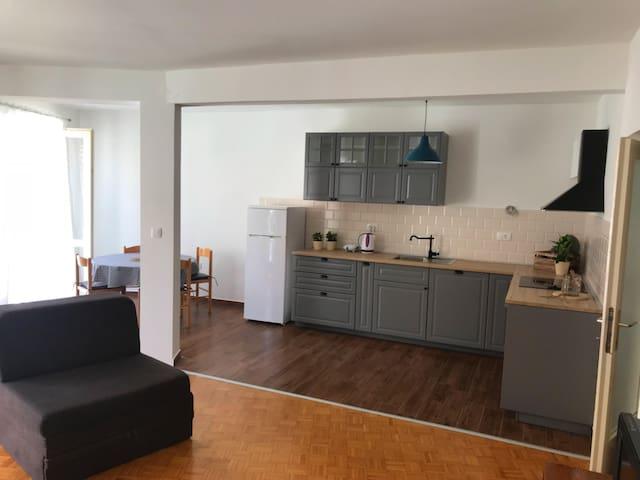 Hugo apartment