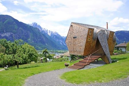 Schwebendes Ferienhaus aus Holz – Ufogel