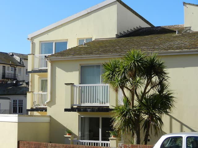 Apartment by the sea front with views and car park - Sidmouth