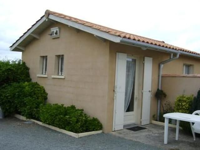 studio agréable, tranquille, pour 2 ou 4 personnes - Saint-Paul - Leilighet