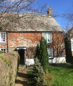Old Sussex cottage in 1066 country - Windmill Hill - Rumah
