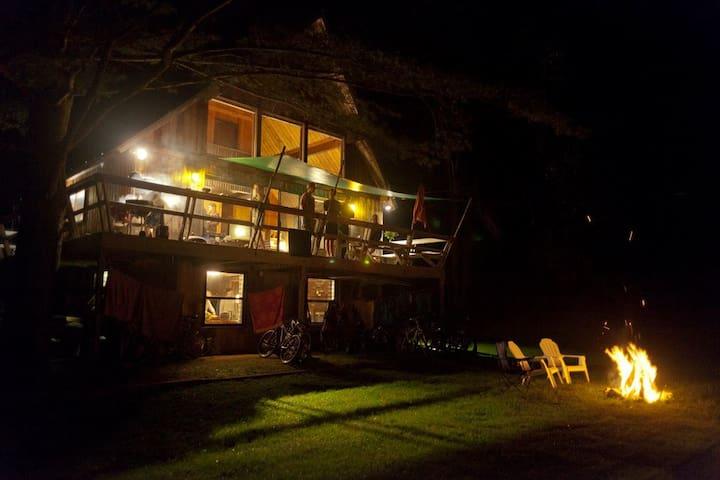 OZ Chalet - Large 4BR Home Near Killington & Okemo - Plymouth - Chatka w górach