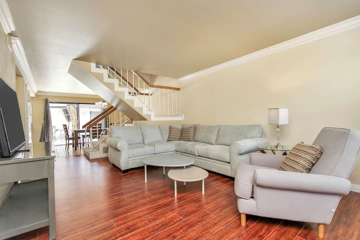 Walk to Disneyland from Comfy Home, long term stay - Anaheim - Apto. en complejo residencial