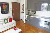 Living room with kitchen / Salotto con angolo cottura