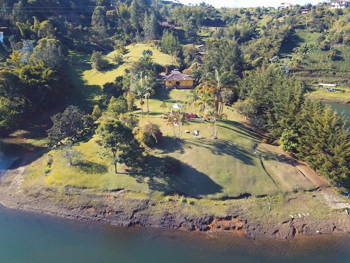 THE LAKE - FINCA TIPICA CON LAGO AND PADDLE BOARD