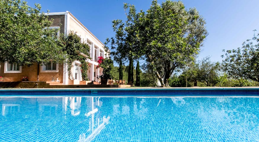 Luxury villa, private pool, 10 mins from the beach