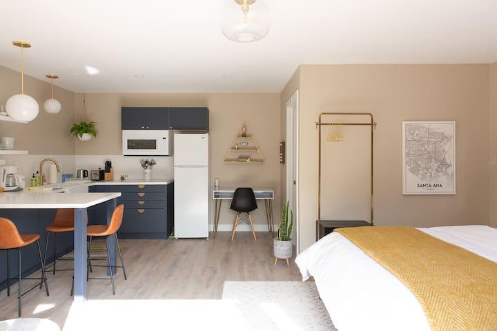 Luxury Midcentury Modern Studio & Patio/Garden