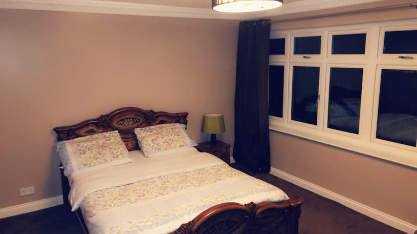Cosy Private Kingroom & Free WiFi & near The Tube