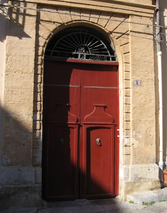 Il portone di Palazzo Atenasio-Martino