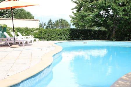 Studio pour 4 personnes avec piscine - Mimet - Byt