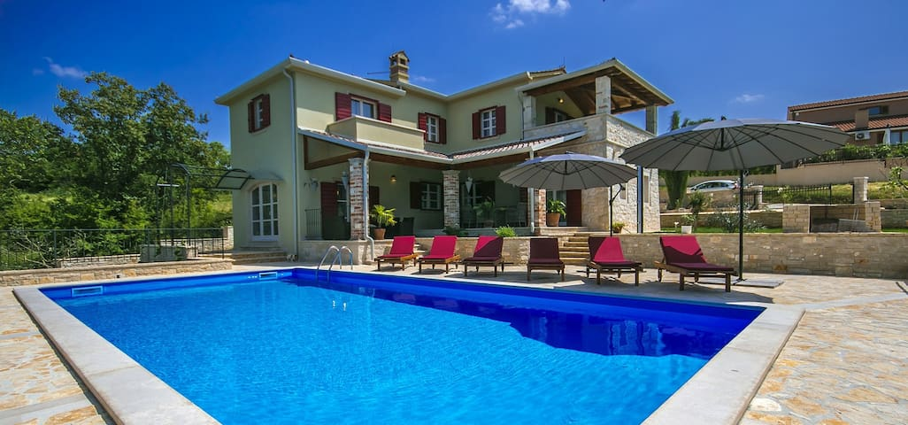 New and modern Villa Stupenda for 8 people