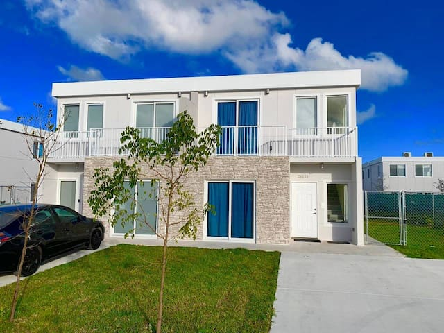 A6-BIG PROMO MIAMI! 3/3 Modern House by Zoo Keys!
