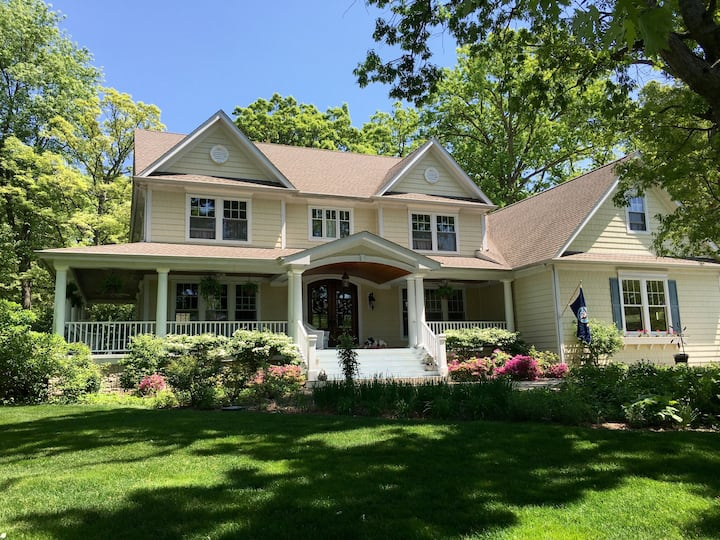 Country Guesthouse, 2 Block walk to Metra Train!