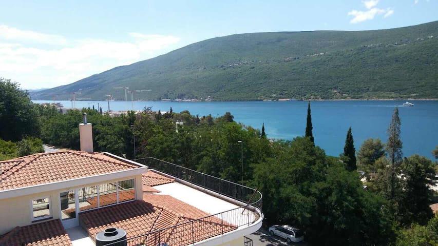 Breathtaking View & Cozy Apart 5