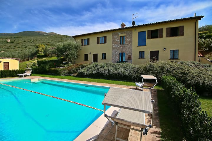 Agriturismo in the hills, private terrace, pool and views
