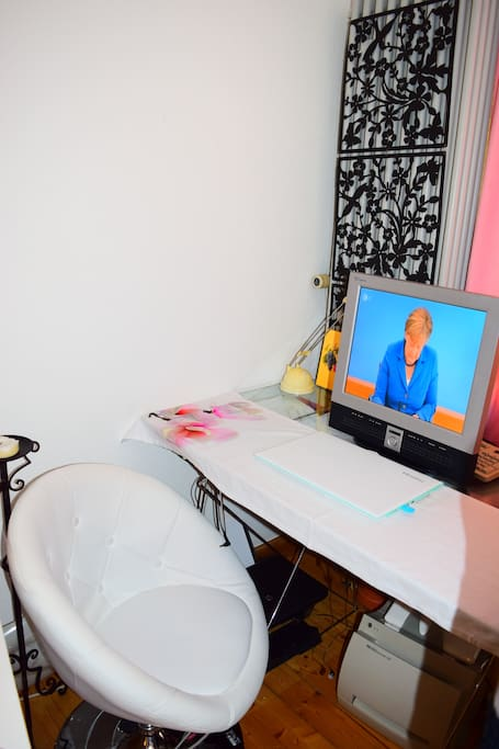 working desk and Merkel is watching ;)