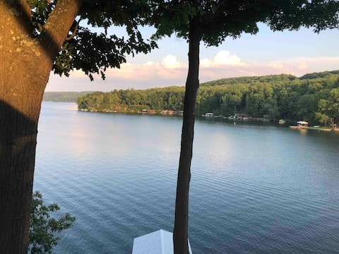 Waterfront, 3 slip dock, 3 bed/3 bath—Amazing View