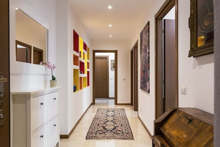 CHARMING BRIGHT NEW FLAT DOWNTOWN CORE MILANO