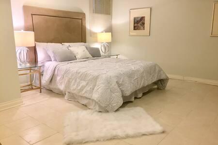 Beautiful Room in Large Oshawa Home!!!!