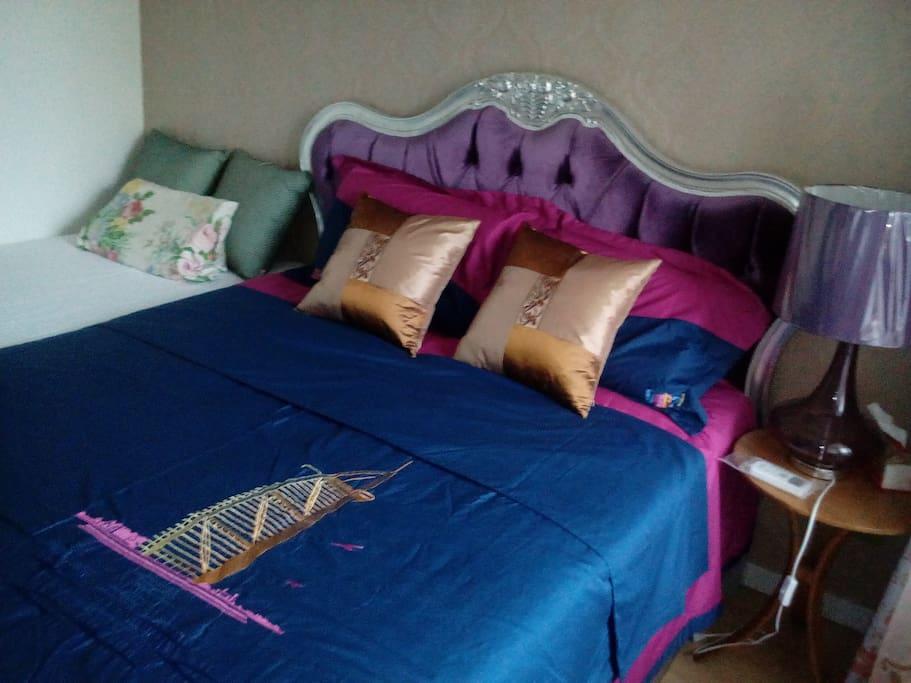 卧室,双人床+单人床,非常适合一家三口,可以防止宝宝掉床