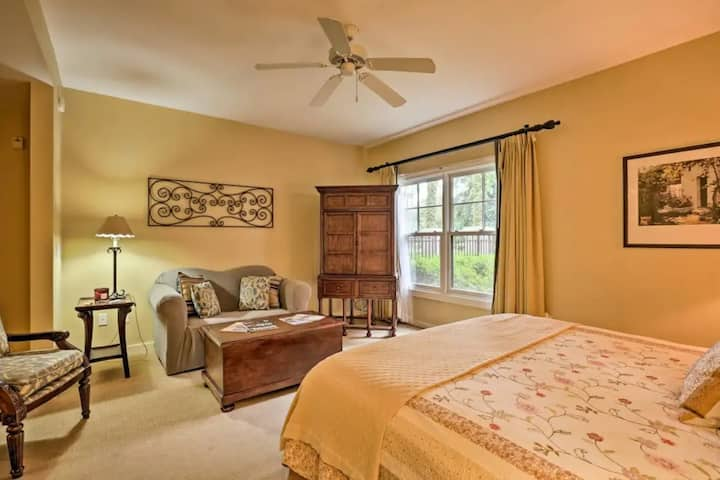 Stylish studio suite w/ shared pool/hot tub, tennis, golf, central AC, free WiFi
