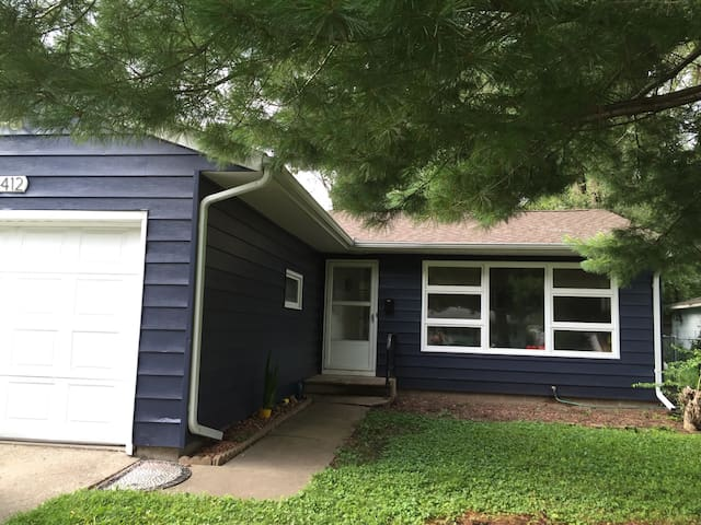 2+br home in east Iowa City - Iowa City - Casa