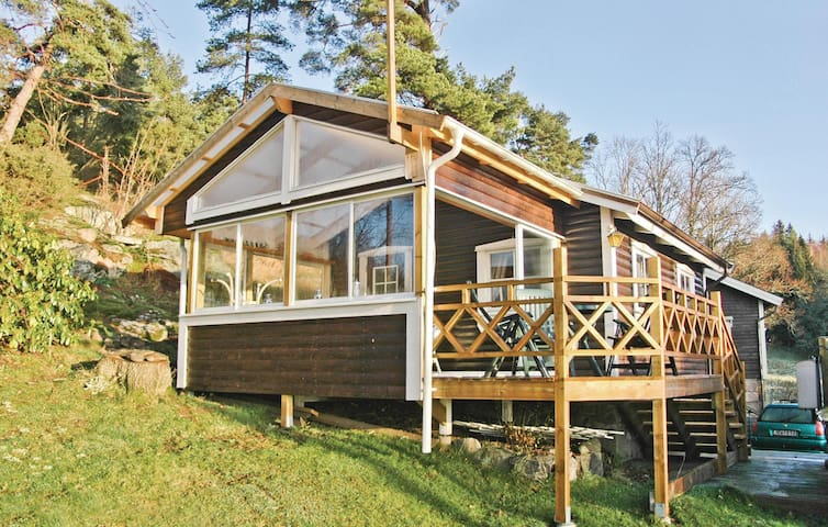 Holiday cottage with 2 bedrooms on 55 m² in Ljungskile