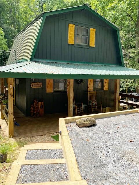 Wolf Creek Cottage - Creekfront, Quiet, Cozy