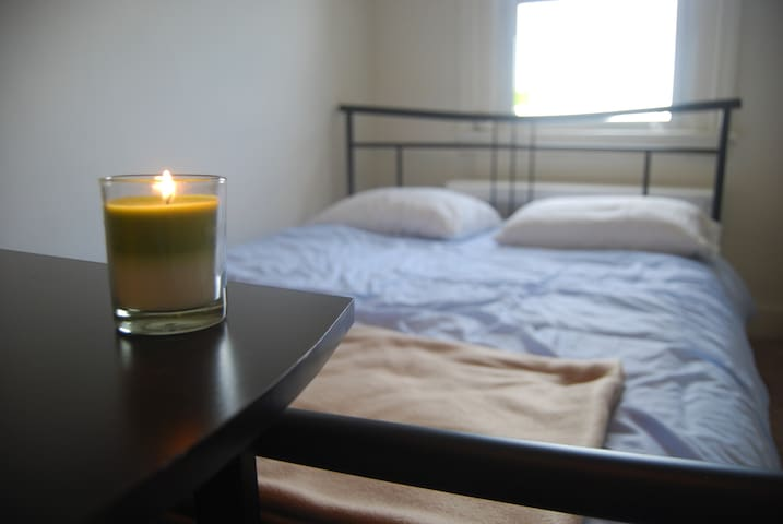 Comfortable Room with Desk in Cultural District - Baltimore - Apartamento