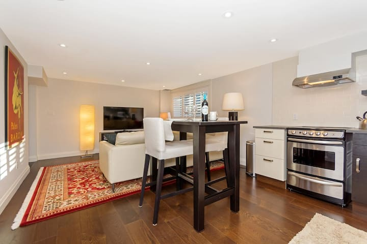 2 Bedroom, Bright and Private Accomodations - Georgetown - Lägenhet