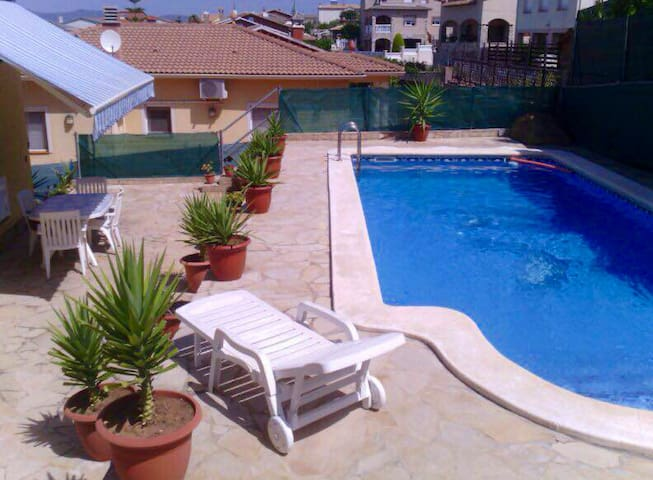 Wonderful villa with private swimming pool and BBQ - 埃爾文德雷利(El Vendrell) - 牧人小屋