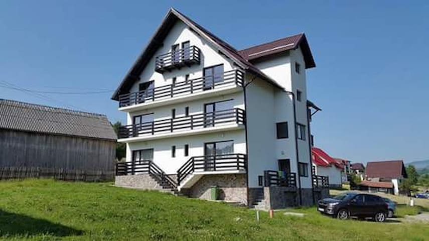Holiday House, mellow and warm, near Bran Castle - Bran - Vila