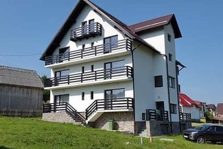 Holiday House, mellow and warm, near Bran Castle - Bran
