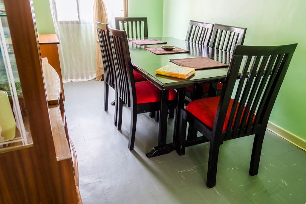 The dining room is very inviting.