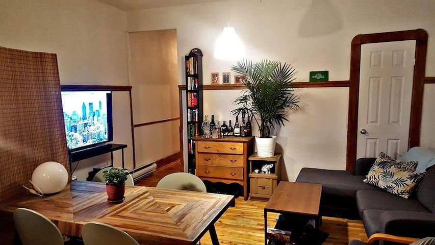 Cozy Room in Mile-End | Plateau | Walk Score 99