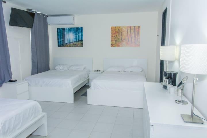 Praga Hotel and Suites