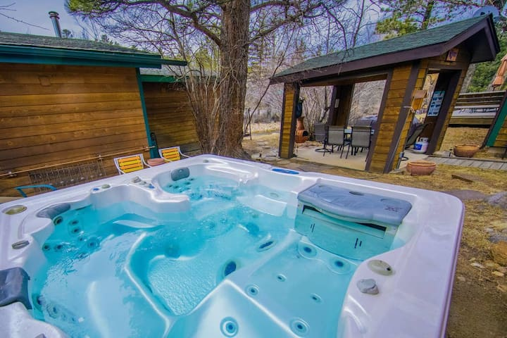 Relax and unwind in this spacious hot tub while you listen to the sounds of the Big Thompson River just feet away.