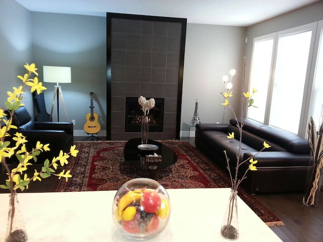 Private Room in Modern House / Free Lake Access