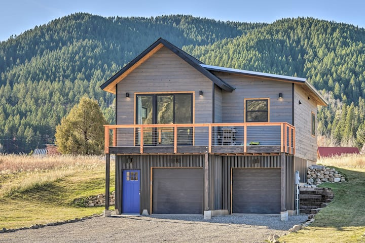 NEW! Alpine Hideaway w/ Panoramic Mountain Views!