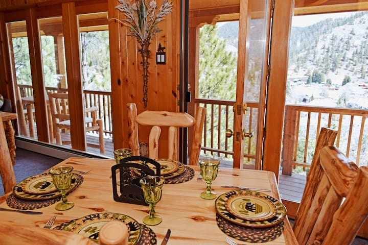 The Timber Crest Retreat- In Town, Near Ski Area, WiFi, Satellite, Washer/Dryer, Patio Furniture on Large Deck! Views Overlooking Red River, Wood Burning Fireplace, Gas Firepit, Garage Access