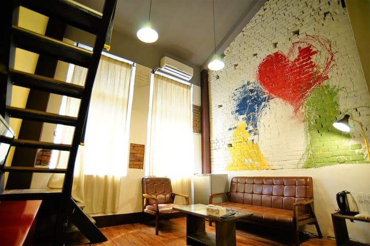 전통적인 하우스 스타일~4인실~시먼역 도보3분 까르푸 도보3분