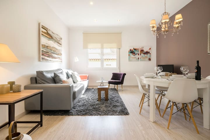 Relax in a Chic, Modern Apartment Near Park Güell