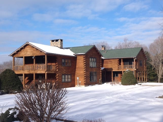 Beautiful View of Elk Mountain Ski Area - Union Dale - House